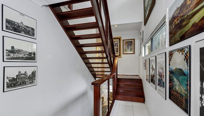 12490617__1600665113-3517-Staircase